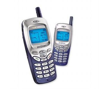 Mans pirmais mobilais telefons, vai kādi telefoni man ir bijuši - Page 2 Samsung-R220-3